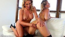 Show erotic cu lesbiene blonde incinse