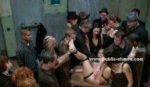Studentii fac orgie in club si se fut in grup